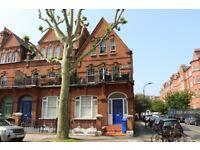 1 bedroom flat in Top, London, W14 (1 bed) (#1095240)