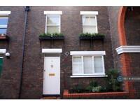 3 bedroom house in Clock Tower Mews, London, N1 (3 bed)