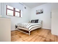 Spacious double room available beside Oval tube station!
