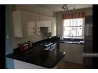 1 bedroom flat in Renfrew Road, London, SE11 (1 bed) (#1154357)