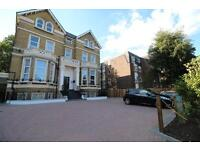 2 bedroom flat in BOLTON ROAD, GROVE PARK, CHISWICK, W4