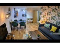 2 bedroom flat in Plaza Boulevard, Liverpool, L8 (2 bed) (#926456)