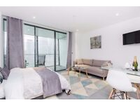 Luxury and Spacious Studio Apartment in Dollar Bay! Amazing Views, Winter Garden, Gym, Concierge- VZ