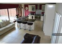 5 bedroom house in Newbrook Road, Bolton, BL5 (5 bed)