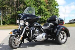2011 Harley-Davidson® FLHTCUTG
