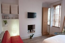 1 bedroom flat in Hackney Road, London, E2 (1 bed) (#521653)