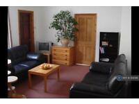 3 bedroom flat in Larden Road, Acton, W3 (3 bed)