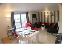 2 bedroom flat in Deals Gateway, London, SE13 (2 bed) (#962270)