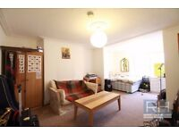 **Spacious 2 bedroom flat 5 minutes from Finsbury Park and Arsenal Station with garden £350pw!**