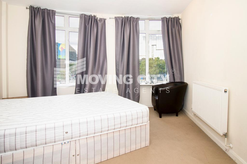 2 bedroom flat in Warren Court, Euston Road, Euston