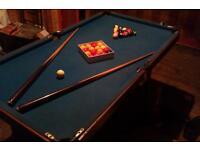 Billard pool table + 2 sticks + snooker bills