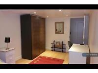 1 bedroom in Spring Gardens, Essex, IG8 (1 bed)
