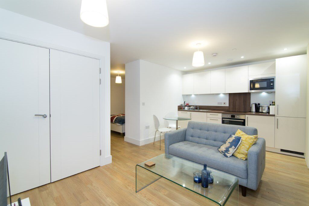 BEAUTIFUL DESIGNER FURNISHED STUDIO SUITE / 1 BEDROOM APARTMENT WITH BALCONY CONCIERGE & GYM BOW E3