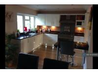 5 bedroom house in Summit Close, London, N14 (5 bed)