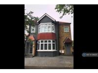 2 bedroom house in Midmoor Road, London, SW19 (2 bed)