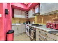 2 bedroom flat in Drumdryan Street, Edinburgh, EH3 (2 bed) (#1115128)