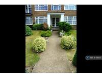 2 bedroom flat in Highridge Close, Epsom, KT18 (2 bed)