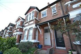3 bedroom flat in Park Hall Road, East Finchley, N2