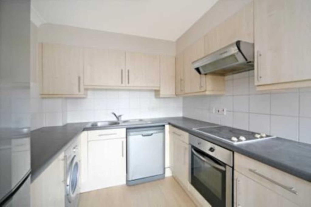 2 bedroom flat in Maltings Place, London