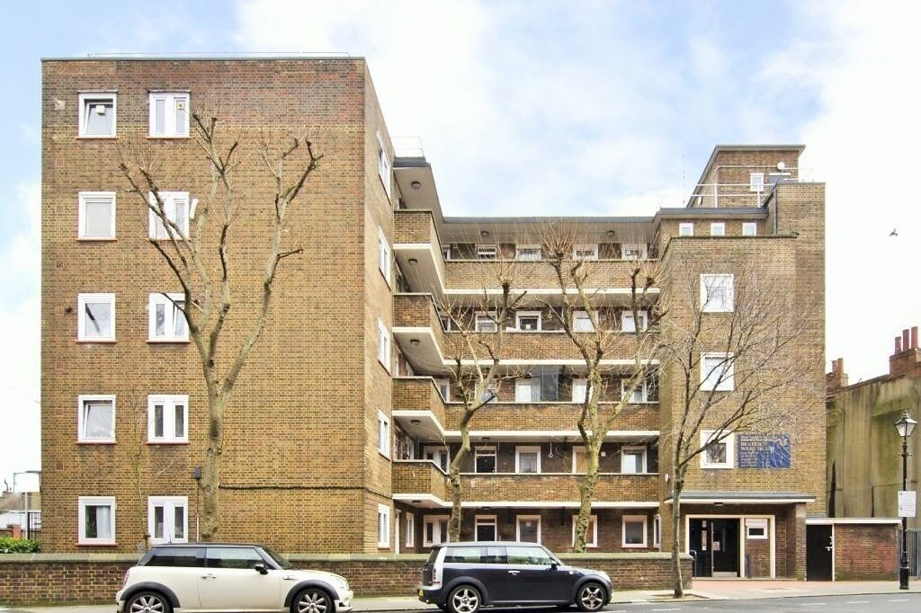 NEWLY REFURBISHED - 2/3 FLAT FOR RENT IN ROMAN ROAD BOW E3