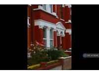 5 bedroom house in Oaklands Road, London, NW2 (5 bed)