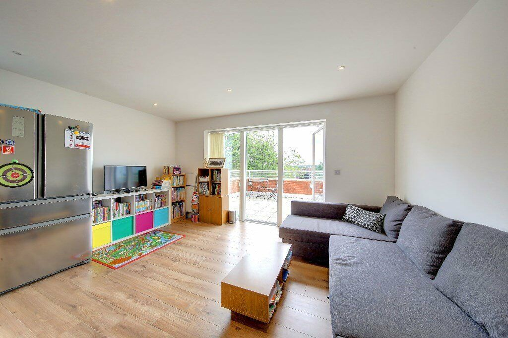 2 Bedroom flat, Kingston rd, Wimbledon Chase