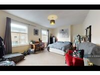 3 bedroom flat in Vestry Road, London, SE5 (3 bed) (#1078093)