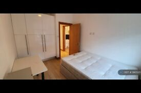 2 bedroom flat in North End Road, London, W14 (2 bed) (#990520)
