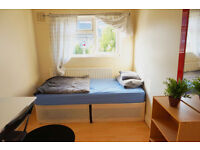 Furnished single room in docklands, south quay, canary wharf. Available now.