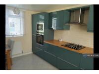 2 bedroom flat in Hambleden Court, Bracknell, RG12 (2 bed)