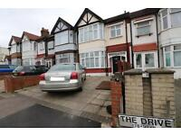 3 bedroom house in The Drive, ilford
