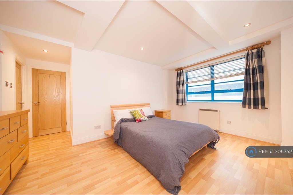 2 bedroom flat in Vanbrugh Hill, London, SE10 (2 bed)