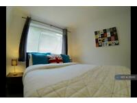 1 bedroom flat in Windsor Drive, High Wycombe, HP13 (1 bed)