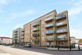 2bed, 2bath newly decorated apartment with new furniture in Merchant St, Bow E3, £400PW , - SA