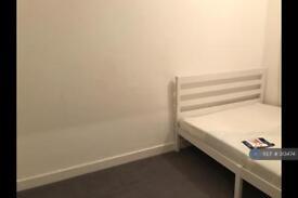 1 bedroom in Melville Court, London, W12
