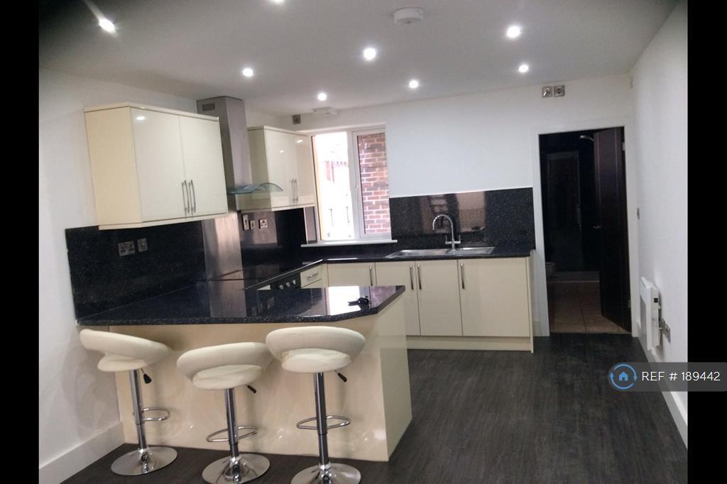 2 bedroom flat in St James Street, Burnley, BB11 (2 bed)