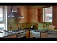 3 bedroom flat in Pike Close, Stafford, ST16 (3 bed)