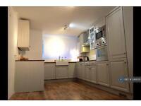 3 bedroom flat in Tovil Close, London, SE20 (3 bed)