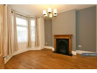 4 bedroom house in Middle Road, London, E13 (4 bed) (#456474)