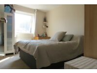 Fantastic 1 Double Bedroom Flat In Raynes Park A Stones Throw From The Station !!!