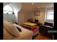 3 bedroom flat in Knollys Road, London, SW16 (3 bed)