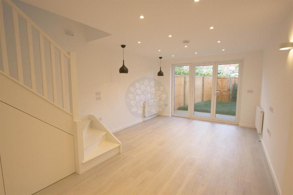 4 bedroom house in New Trinity Road, East Finchley