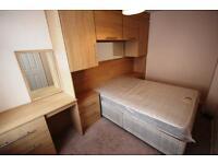 1 bedroom flat in Bank Street, Denton