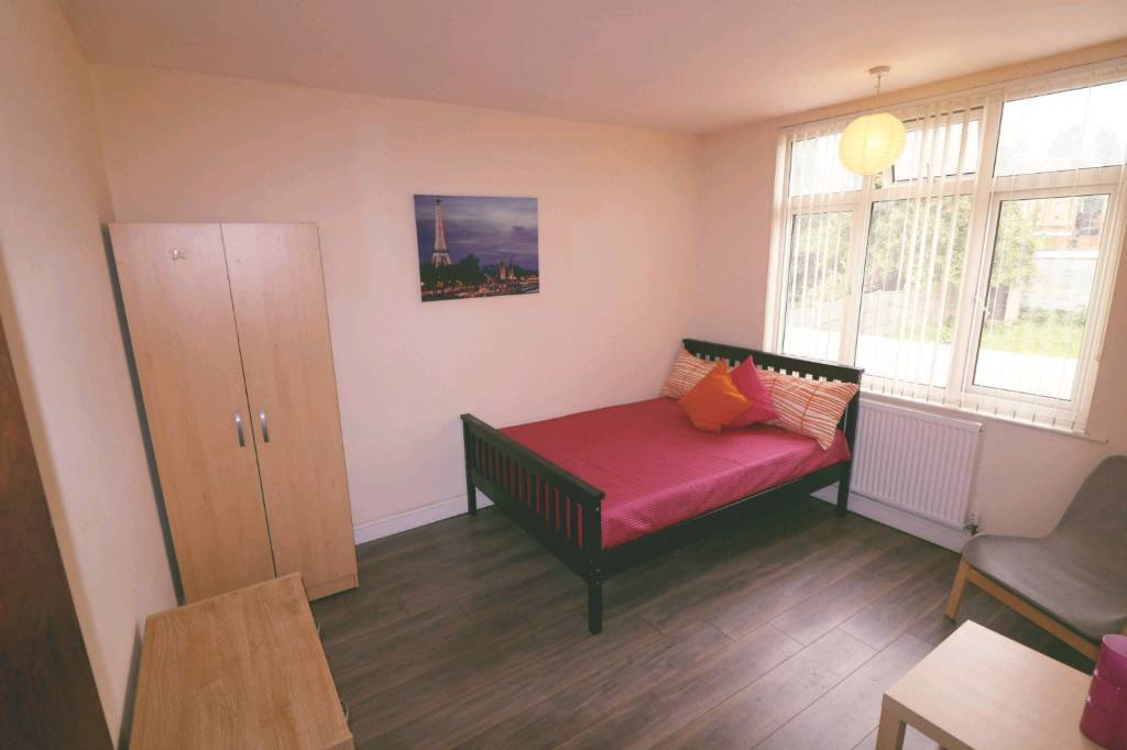 large double room to rent in a shared