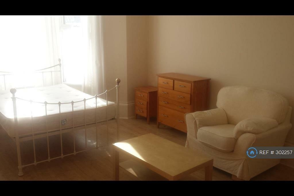 1 bedroom in Connaught Avenue, Plymouth, PL4