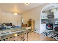 3 bedroom flat in London, London, SE5 (3 bed) (#1142486)