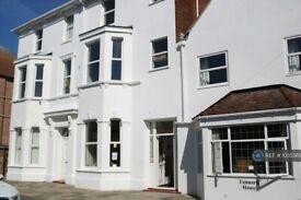 4 bedroom flat in Lennard Road, Folkestone, CT20 (4 bed) (#1035369)