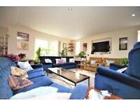 4 bedroom flat in Thurlby Court, Mulberry Close, Hendon, NW4
