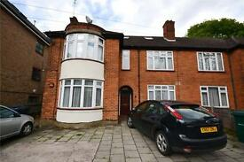 2 bedroom flat in Woodside Lane, Woodside Park, London, N12
