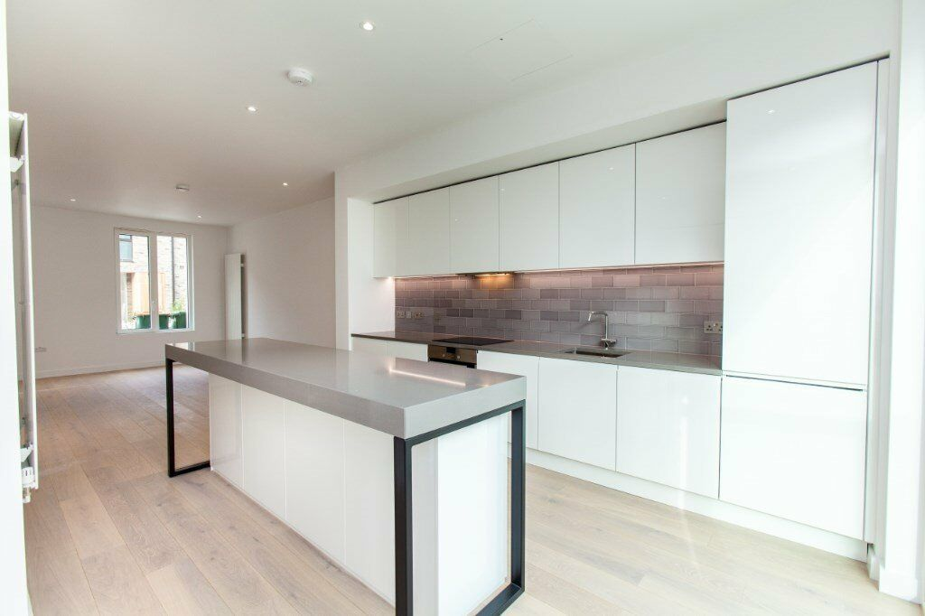 ***BRAND NEW 3 BED 3 BATH HOUSE IN DOCKLANDS E16 ROYAL VICTORIA CANNING TOWN CANARY WHARF E14***